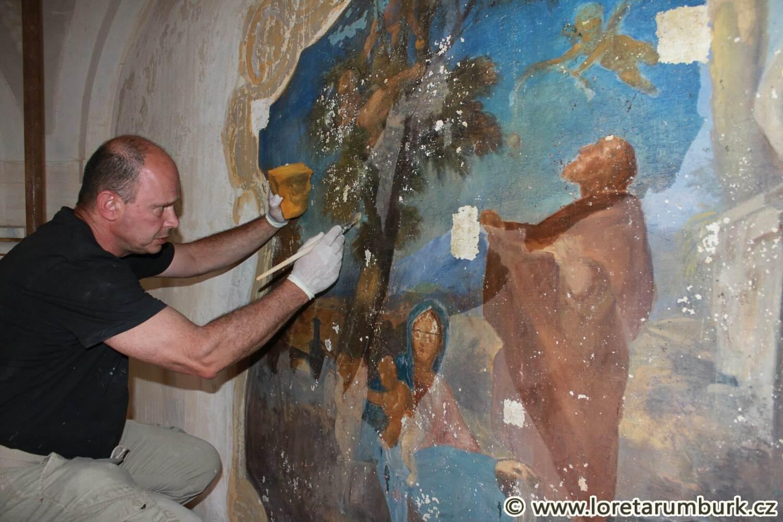 2, Loreta Rumburk, obnova nástěnné malby v kapli sv Josefa, 30 7 2014, foto Klára Mágrová