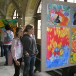 výstava výtvarného oboru základní umělecké školy Rumburk v ambitu Lorety Rumburk v roce 2009, foto Klára Mágrová
