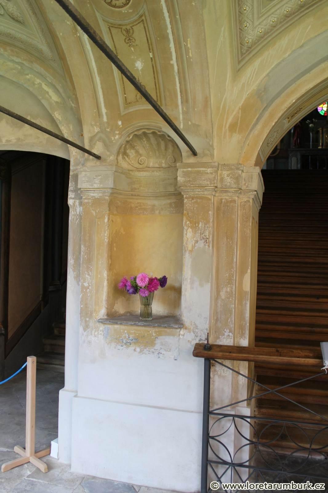 4, Loreta Rumburk, dekoratiovní výmalba, před restaurováním, foto Klára Mágrová, 27 9 2013