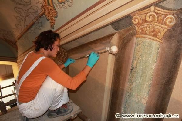5, Svaté schody, Loreta v Rumburku, Klenba a stěny postranního schodiště, průběh restaurování, 2011, foto Klára Mágrová