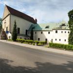 Klášterní kostel sv. Vavřince v Rumburku a bývalá klášterní budova. Foto Jiří Stejskal