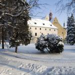 Pohled na bývalou klášterní budovu v Rumburku z klášterní zahrady. Foto Jiří Stejskal