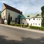 Kostel sv Vavřince a bývalá klášterní budova_foto Jiří Stejskal